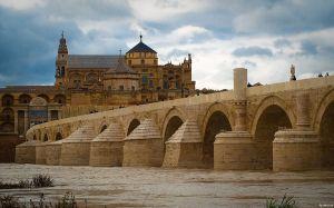 1024px-Puente_romano_y_mezquita